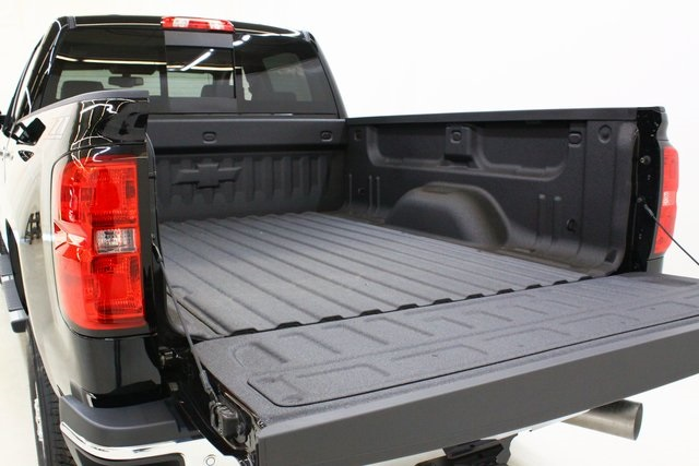 2018 Silverado 3500 Crew Cab 4x4, Pickup #89871 - photo 9