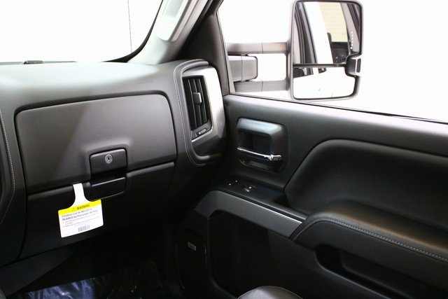 2018 Silverado 3500 Crew Cab 4x4, Pickup #89891 - photo 18