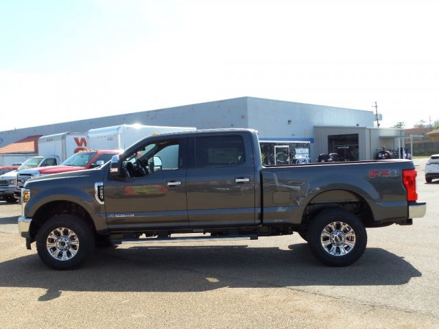 2018 F-250 Crew Cab 4x4, Pickup #18F0887 - photo 3