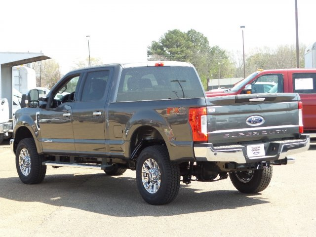 2018 F-250 Crew Cab 4x4, Pickup #18F0887 - photo 2