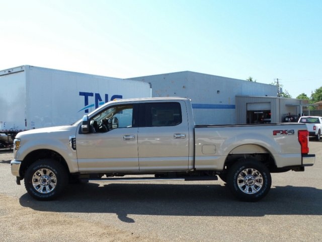 2018 F-250 Crew Cab 4x4, Pickup #18F1310 - photo 3