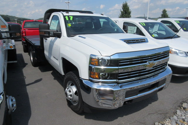 2017 Silverado 3500 Regular Cab 4x4, Knapheide Platform Body #B12192 - photo 3