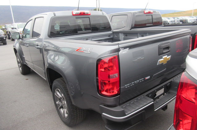 2018 Colorado Crew Cab 4x4, Pickup #B13035 - photo 2