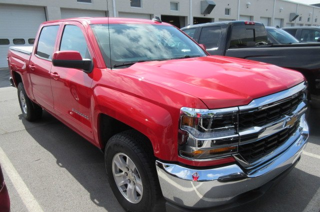 2018 Silverado 1500 Crew Cab 4x4,  Pickup #B13733 - photo 3