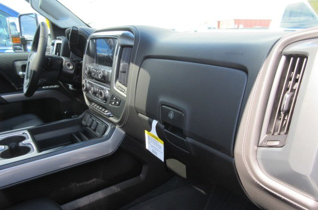 2019 Silverado 2500 Crew Cab 4x4,  Pickup #B14440 - photo 17