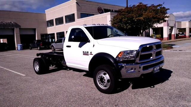 2017 Ram 5500 Regular Cab DRW, Cab Chassis #R17703 - photo 4