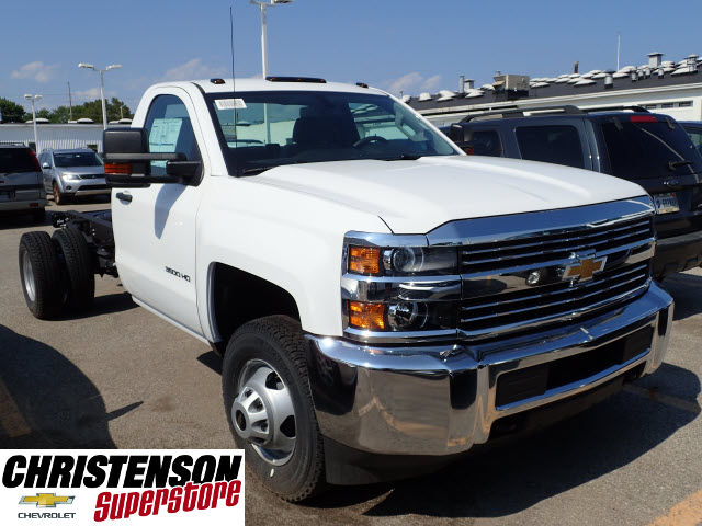 2017 Silverado 3500 Regular Cab DRW 4x4 Cab Chassis #70856 - photo 3