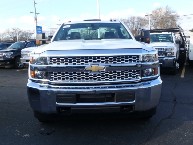 2019 Silverado 3500 Regular Cab DRW 4x4,  Reading Service Body #90331 - photo 3