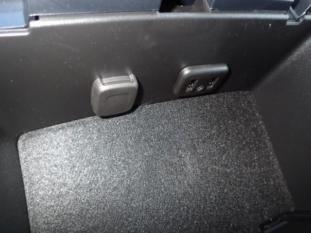 2019 Silverado 4500 Regular Cab DRW 4x4,  Reading Panel Service Body #91055 - photo 9