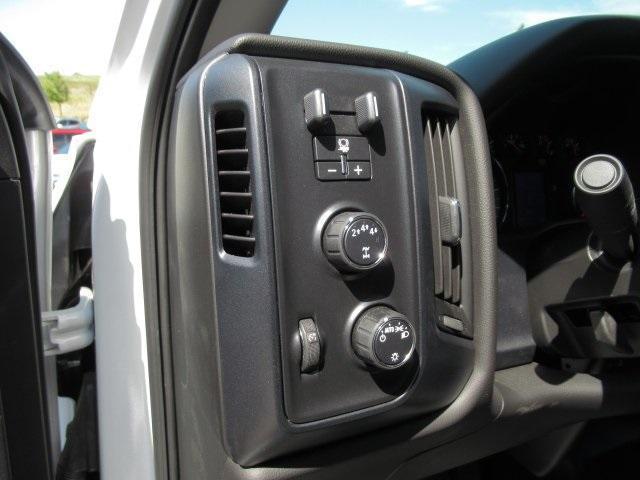2020 Chevrolet Silverado Medium Duty Crew Cab DRW 4x4, Combo Body #LH173356 - photo 26