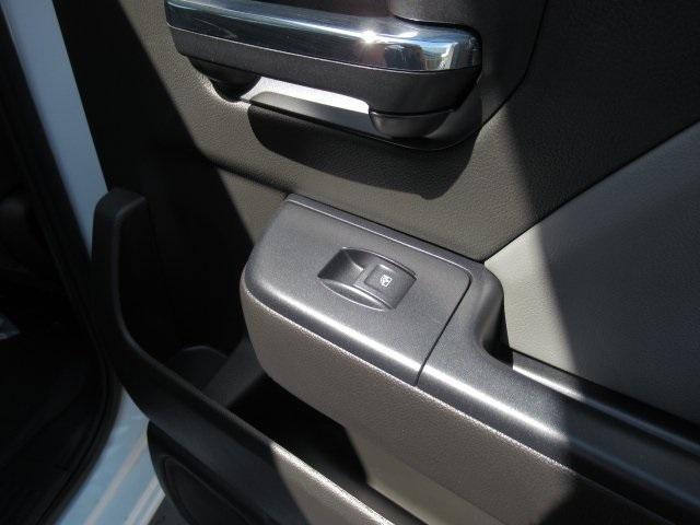 2020 Chevrolet Silverado Medium Duty Crew Cab DRW 4x4, Combo Body #LH173356 - photo 33