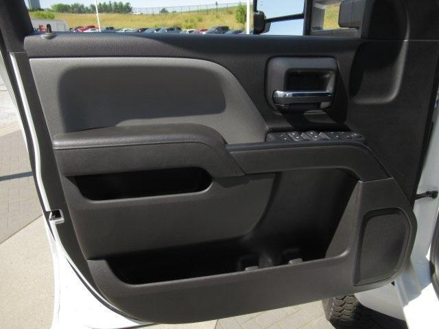 2020 Chevrolet Silverado Medium Duty Crew Cab DRW 4x4, Combo Body #LH173356 - photo 7