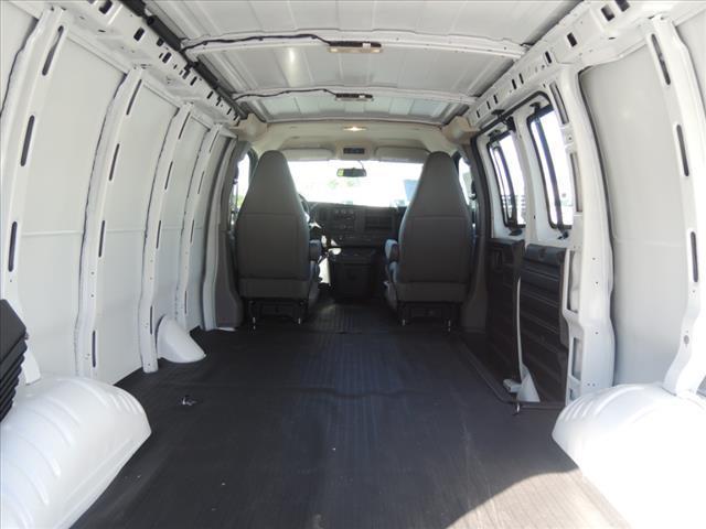 2018 GMC Savana 3500 RWD, Empty Cargo Van #111406 - photo 1