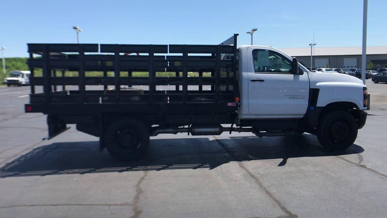 2020 Silverado 5500 Regular Cab DRW 4x2,  Monroe Truck Equipment AL Series Platform Body #111699 - photo 9