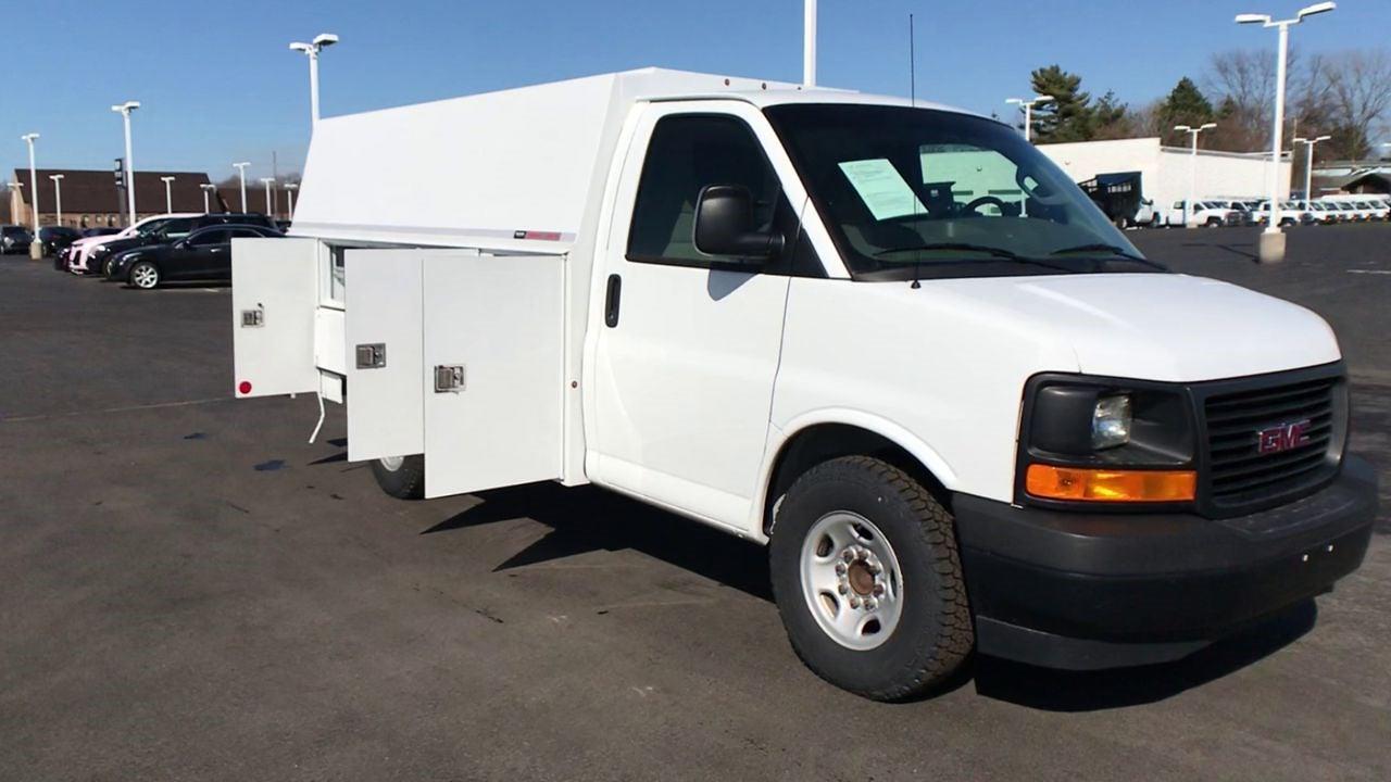 2017 GMC Savana 3500 4x2, Service Utility Van #111725 - photo 3