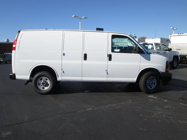 2017 Savana 2500, Cargo Van #HT10X196 - photo 9