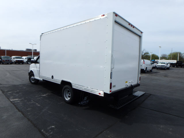 2017 Savana 3500, Supreme Cutaway Van #HT12X73 - photo 2