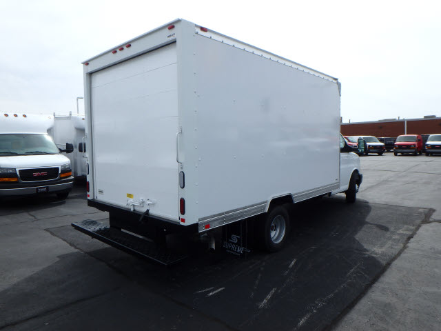 2017 Savana 3500, Supreme Cutaway Van #HT12X73 - photo 7