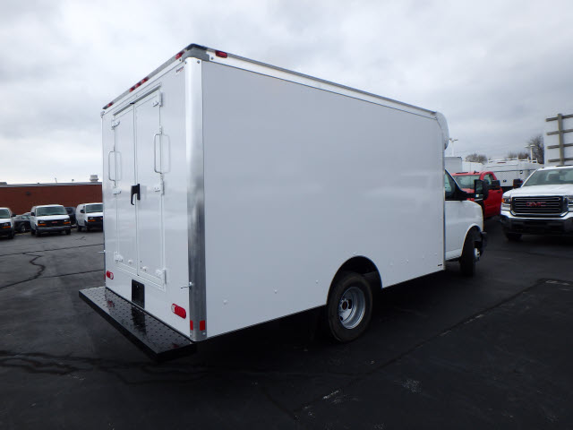 2017 Savana 3500, Supreme Cutaway Van #HT3X120 - photo 7