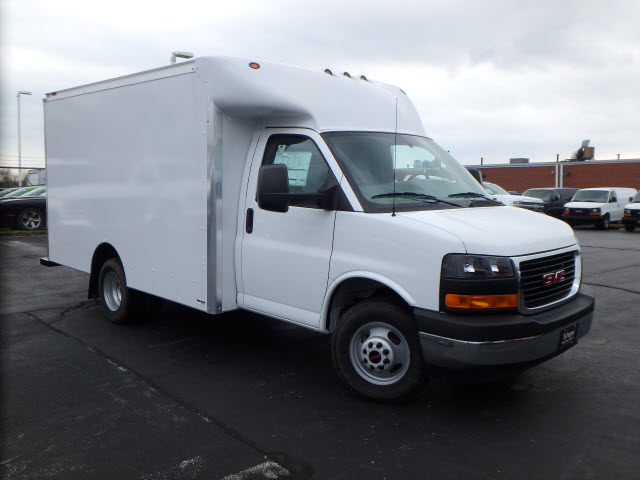 2017 Savana 3500, Supreme Cutaway Van #HT3X120 - photo 3