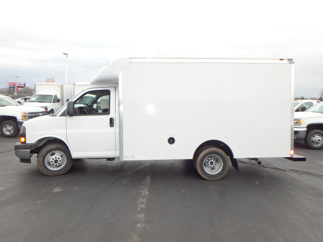 2017 Savana 3500, Supreme Cutaway Van #HT3X120 - photo 5