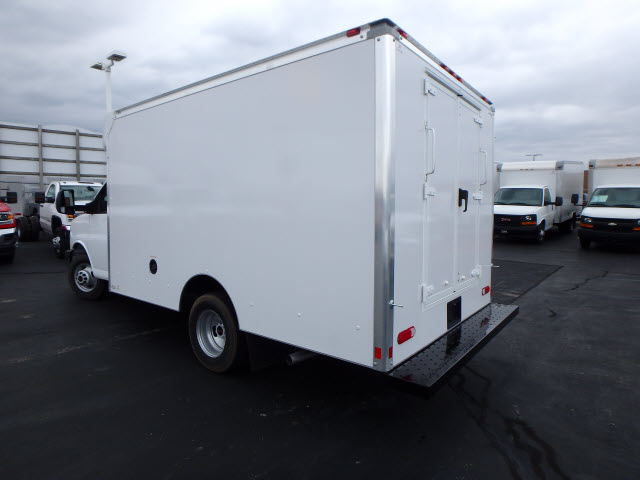 2017 Savana 3500, Supreme Cutaway Van #HT3X120 - photo 2