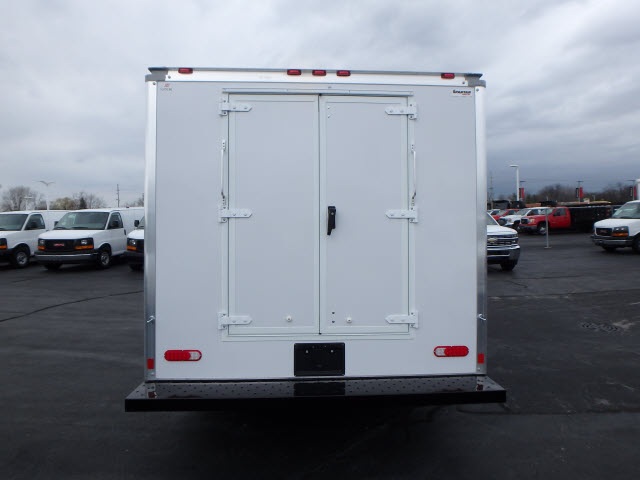2017 Savana 3500, Supreme Cutaway Van #HT3X120 - photo 6