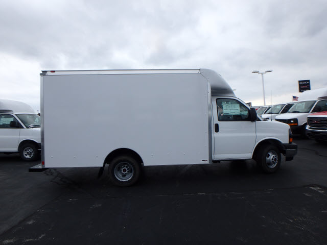 2017 Savana 3500, Supreme Cutaway Van #HT3X120 - photo 8