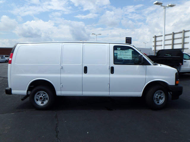 2017 Savana 2500, Cargo Van #HT858 - photo 9