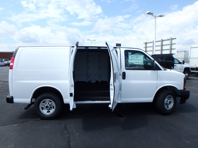 2017 Savana 2500, Cargo Van #HT858 - photo 10