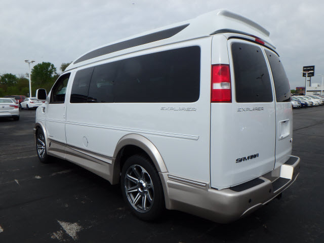 2017 Savana 2500 Passenger Wagon #HV4X103 - photo 2