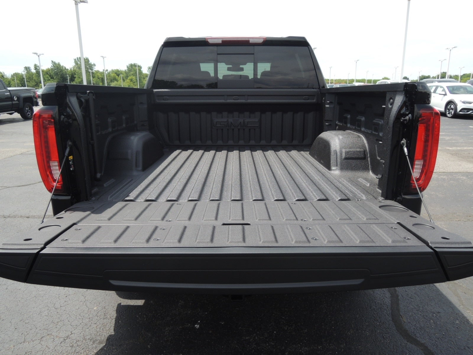 2021 GMC Sierra 1500 Crew Cab 4x4, Pickup #MT11X99 - photo 3