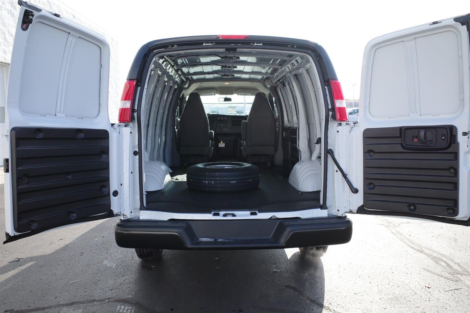2021 GMC Savana 2500 4x2, Empty Cargo Van #MT12X57 - photo 2