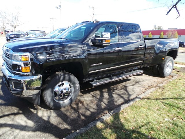 2016 Silverado 3500 Crew Cab 4x4, Pickup #C248861 - photo 3