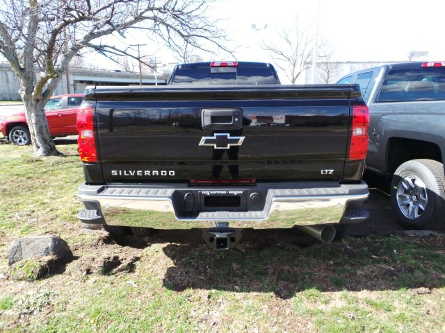 2016 Silverado 3500 Crew Cab 4x4, Pickup #C248861 - photo 4
