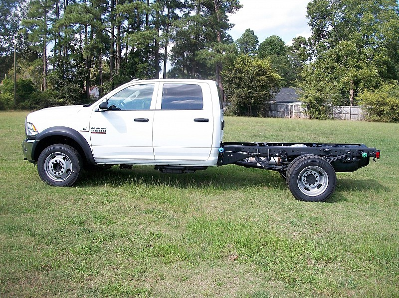 2018 Ram 4500 Regular Cab DRW 4x4, Cab Chassis #122535 - photo 16