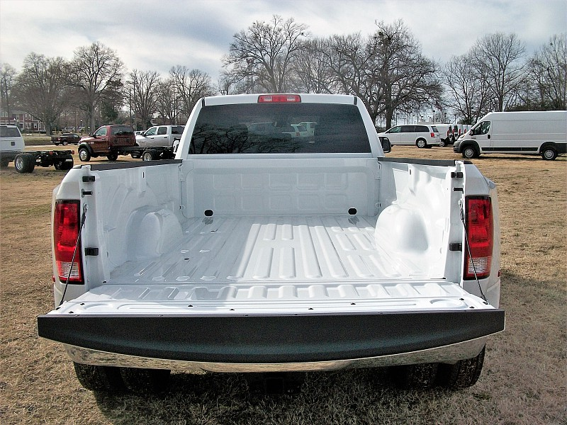2018 Ram 3500 Crew Cab DRW, Pickup #211686 - photo 11