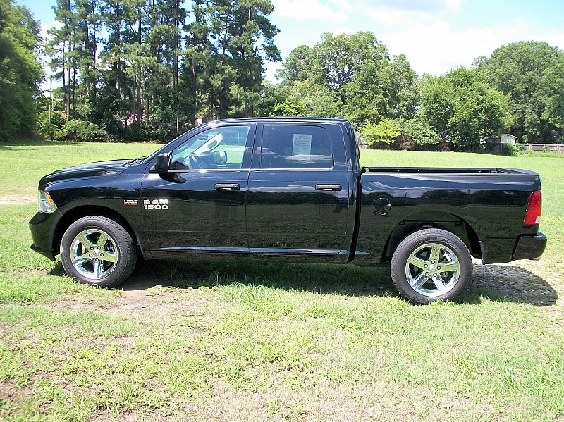 2014 Ram 1500 Crew Cab 4x2,  Pickup #456534 - photo 3