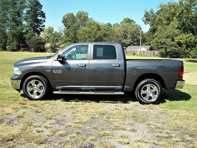 2015 Ram 1500 Crew Cab 4x4,  Pickup #509175 - photo 3