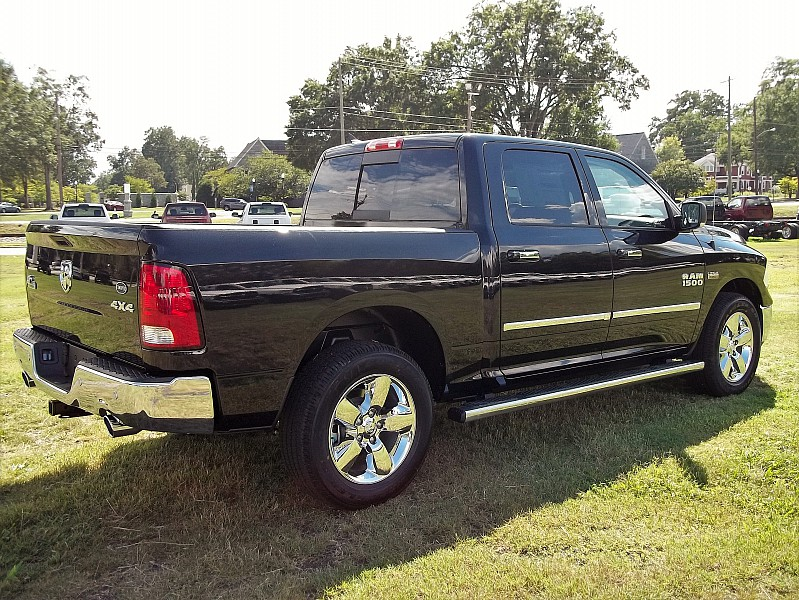 2017 Ram 1500 Crew Cab 4x4, Pickup #510511 - photo 14