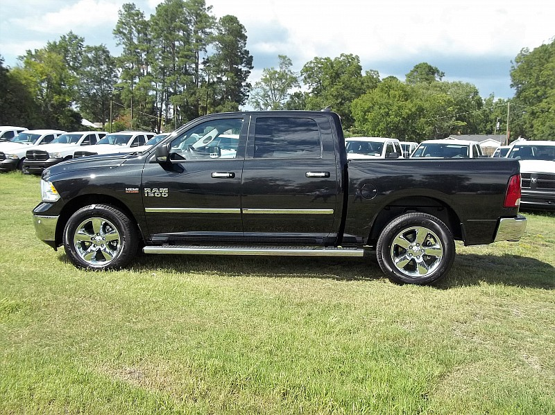 2017 Ram 1500 Crew Cab 4x4 Pickup #510511 - photo 24