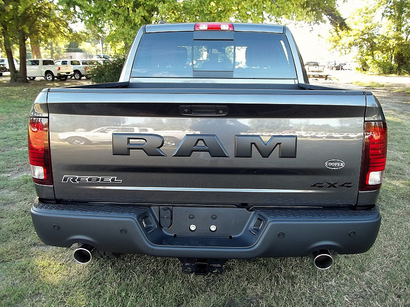 2017 Ram 1500 Crew Cab 4x4, Pickup #537856 - photo 10