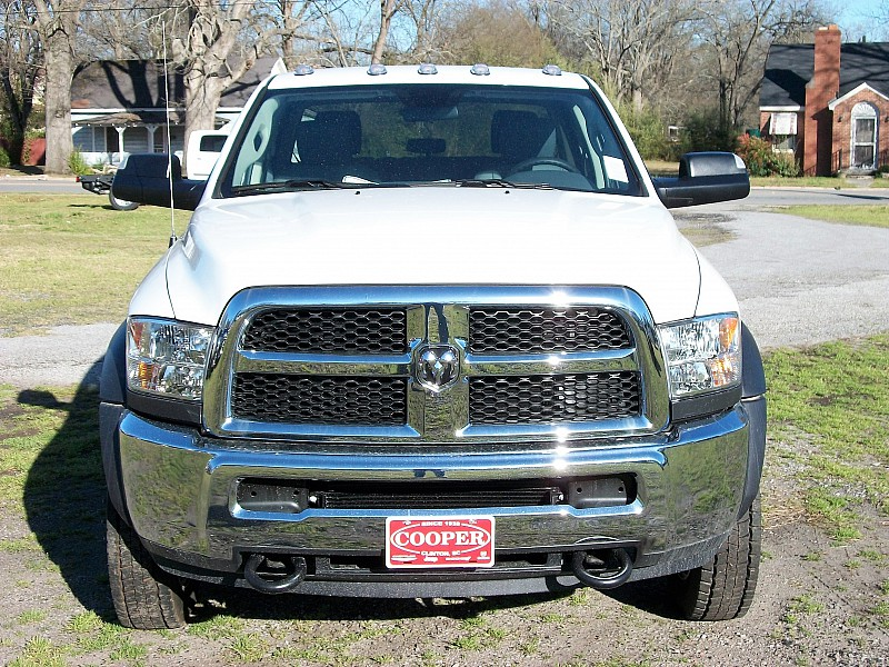 2017 Ram 5500 Crew Cab DRW 4x4, Service Body #541312 - photo 22