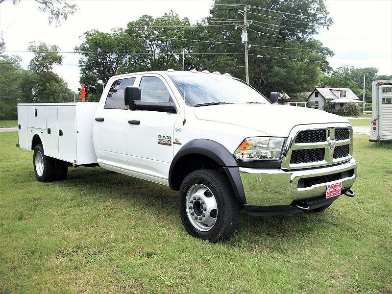 2017 Ram 5500 Crew Cab DRW 4x4, Service Body #541312 - photo 35