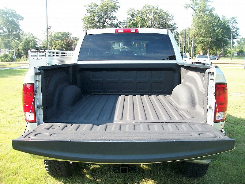 2017 Ram 1500 Crew Cab 4x4, Pickup #547341 - photo 31