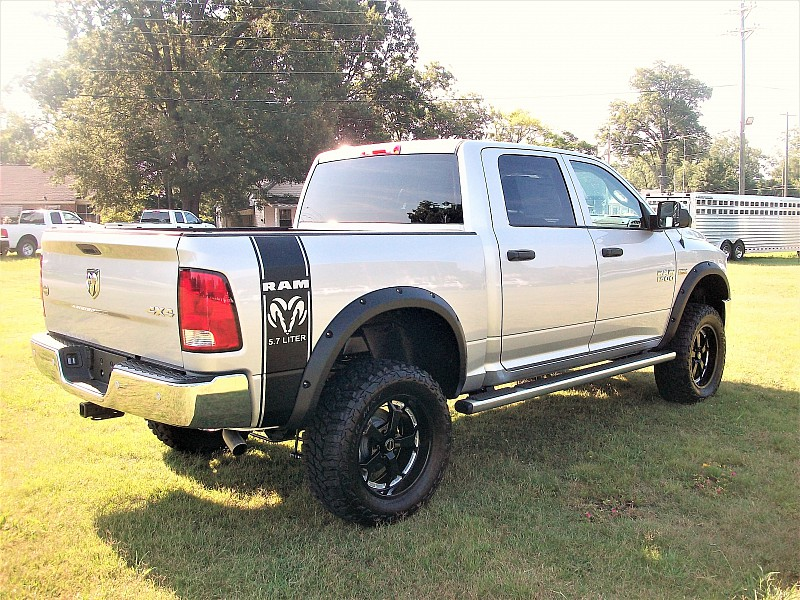 2017 Ram 1500 Crew Cab 4x4, Pickup #547341 - photo 32