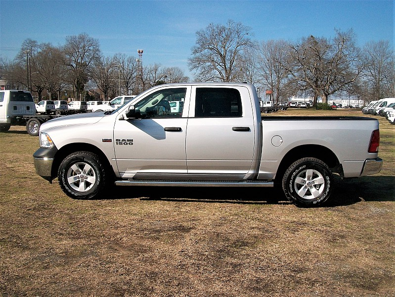 2017 Ram 1500 Crew Cab 4x4 Pickup #547349 - photo 21