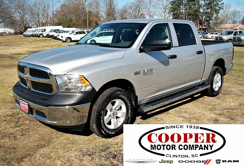 2017 Ram 1500 Crew Cab 4x4, Pickup #547351 - photo 1