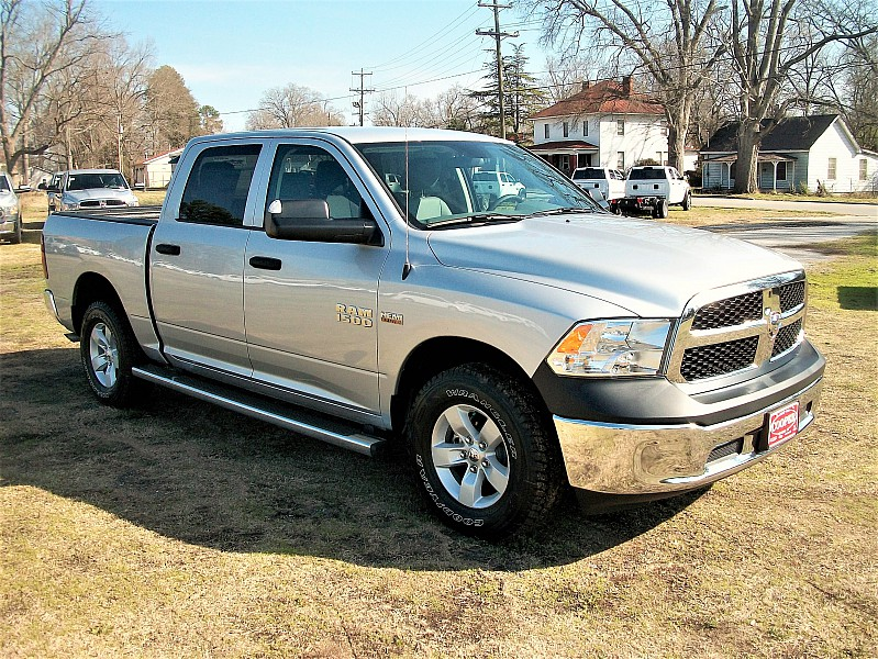 2017 Ram 1500 Crew Cab 4x4 Pickup #554032 - photo 20