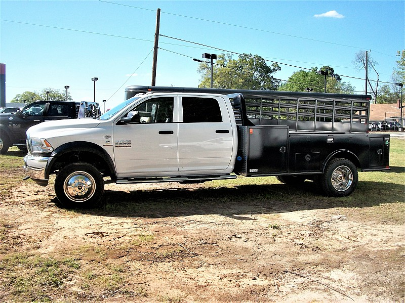 2017 Ram 5500 Crew Cab DRW 4x4, Hauler Body #572295 - photo 17
